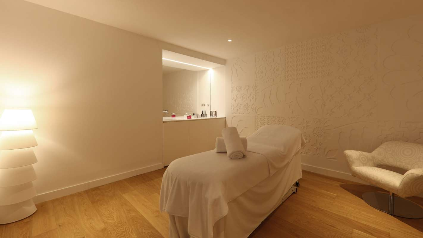 View onto a massage bed at the treatment room of the spa