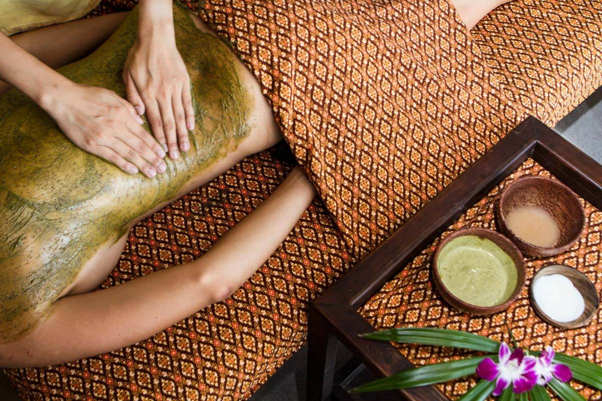 Close-up on a treatment at the Spa of Kamalaya Koh Samui